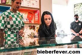 Setelah Terlihat 'Berteriak' Pada Hailey, Justin Bieber Mengeluarkan Lebih Dari $ 1.000 Untuk Beli Ganja